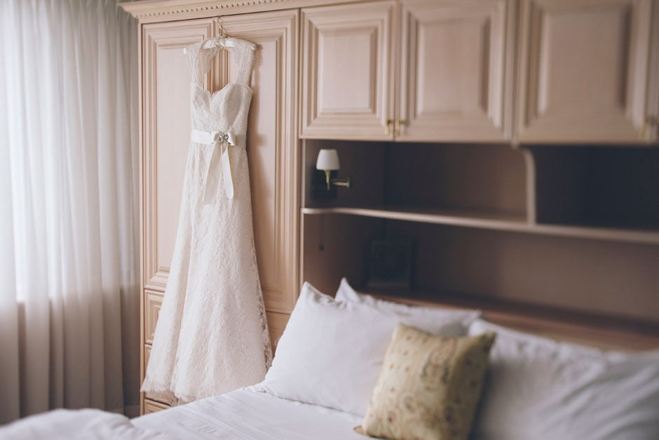 wedding photography - hotel room